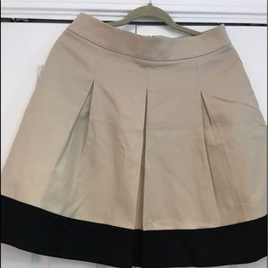 Banana Republic beige pleated skirt